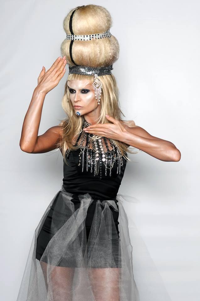 """Преслава имитира Лейди Гага, Фънки я нарича """"заспала краставица"""" (ВИДЕО)"""