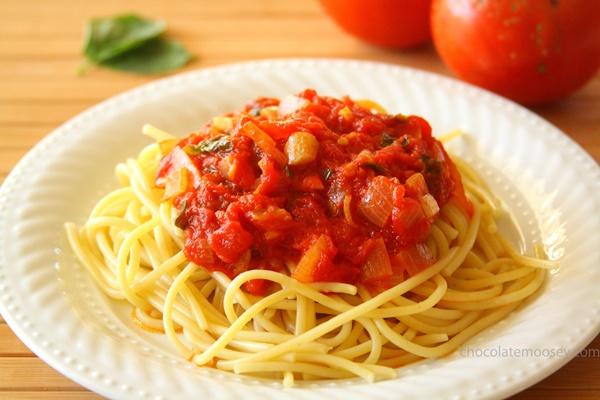 Най-лесните СПАГЕТИ с домати и кашкавал (РЕЦЕПТА)