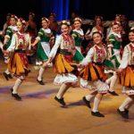 """Страхотно изпълнение на ансамбъл """"РОСНА КИТКА""""! Тези ДЕЦА доказват, че българският ФОЛКЛОР Е ЖИВ! Той ВИНАГИ ще бъде жив, докато по тази земя има БЪЛГАРИ! (ВИДЕО)"""