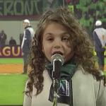"""Когато Крисия запява """"Моя страна, моя България"""" пред 44 000 души, ВСИЧКИ пеят заедно с нея! СТРАХОТНО! (ВИДЕО)"""