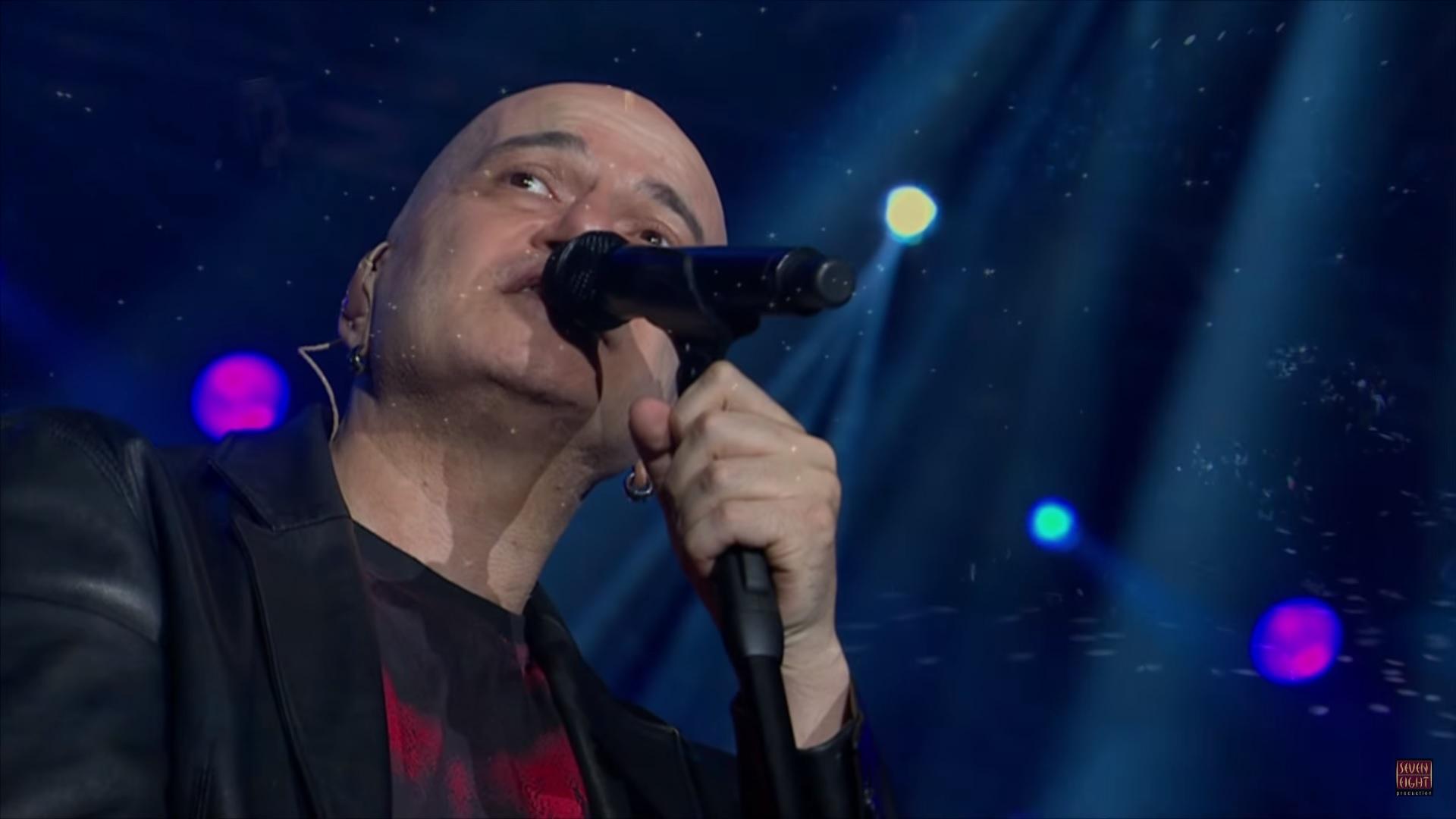 """Слави пее на живо една от най-красивите си песни """"Жива рана"""" (ВИДЕО)"""