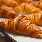 Най-лесните и вкусни кроасани с бутер тесто (РЕЦЕПТА)