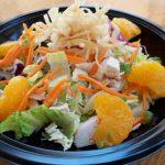 Празнична салата със зеле, моркови, ябълки и… портокали