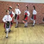 """Талантливи български ДЕЦА! Тези момиченца танцуват """"Мъри момиченце мъничко"""" (ВИДЕО)"""