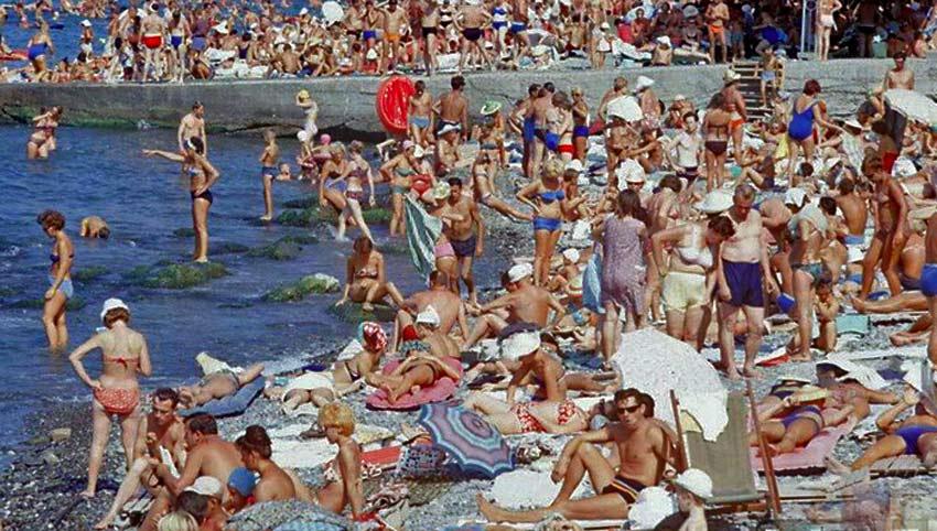 Това време просто НЯМА да се върне! Как изглеждаше ходенето на море по време на социализма! (ВИДЕО)