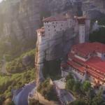 Манастирите Метеора в Гърция – виждали ли сте някога ПО-ВЕЛИЧЕСТВЕНА гледка в живота си? (ВИДЕО)