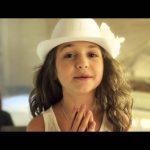 Малката и прекрасна Крисия запява песен, която ни кара да се чувстваме ГОРДИ! Прекрасно! (ВИДЕО)
