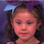 Тя е само на 5 години, но ще ви ШАШНЕ със своите акробатични умения! Гледайте! (ВИДЕО)