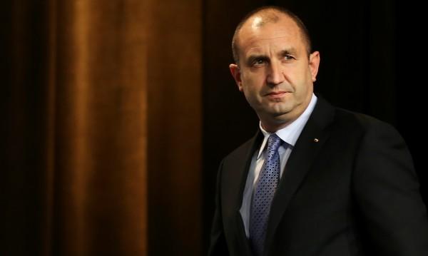 Президентът Радев бута правителството на ГЕРБ. Дали ще успее обаче?