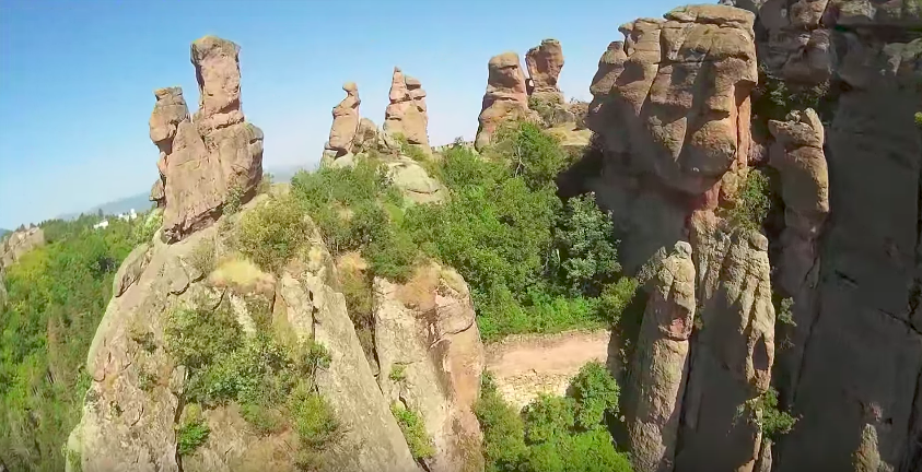 Красота! Белоградчишките скали така, както не сте ги виждали досега! (ВИДЕО)