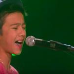 Той сяда на пианото и запява една великолепна песен. Това момче удиви не само журито, но и публиката!!! (ВИДЕО)