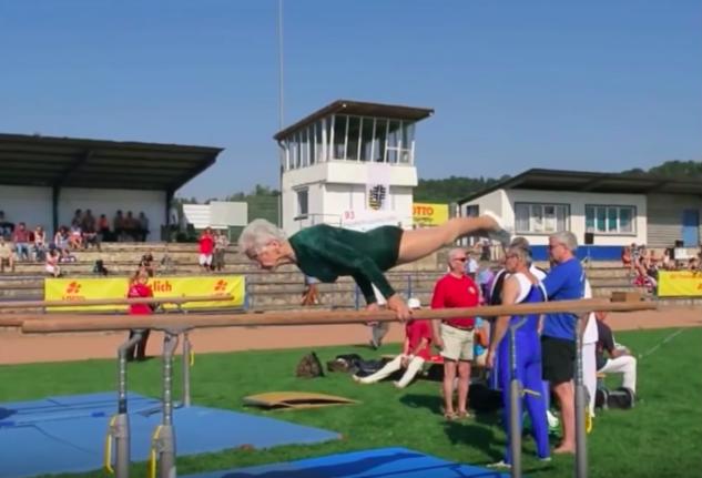 Тя е на 91 години и е най-старата гимнастичка на света. Ще се ИЗУМИТЕ, като видите какво прави на стадиона! (ВИДЕО)