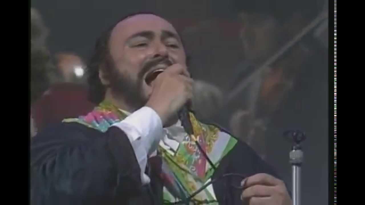 """УНИКАЛНИ СА! Лучано Павароти и Лучио Дала пеят великата песен """"Карузо"""" (ВИДЕО)"""