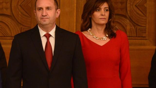 Президентът Радев с уникален подарък към съпругата си Деси