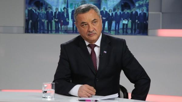 """Валери Симеонов: bTV е собственост на """"селски фризьорски салон"""""""