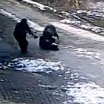 Покъртителни кадри! Подивяло прасе убива хора наред в Китай! Направо е откачено! (ВИДЕО)