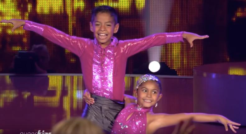 БРИЛЯНТНО! Те излязоха на сцената и предизвикаха ФУРОР със своя прекрасен танц! Само ВИЖТЕ за какво става въпрос! (ВИДЕО)