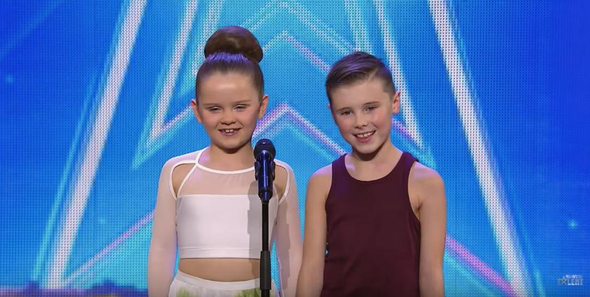 Вижте само как танцуват тези две АНГЕЛЧЕТА! Невероятни деца, страхотен танц! (ВИДЕО)