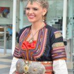 Гордост! Абитуриентка се появи с народна носия на бала си (НЕВЕРОЯТНИ СНИМКИ)