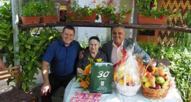 Баба Цветана стана на 100 години! Няма болежки, а кръвното ѝ е като на млад човек…