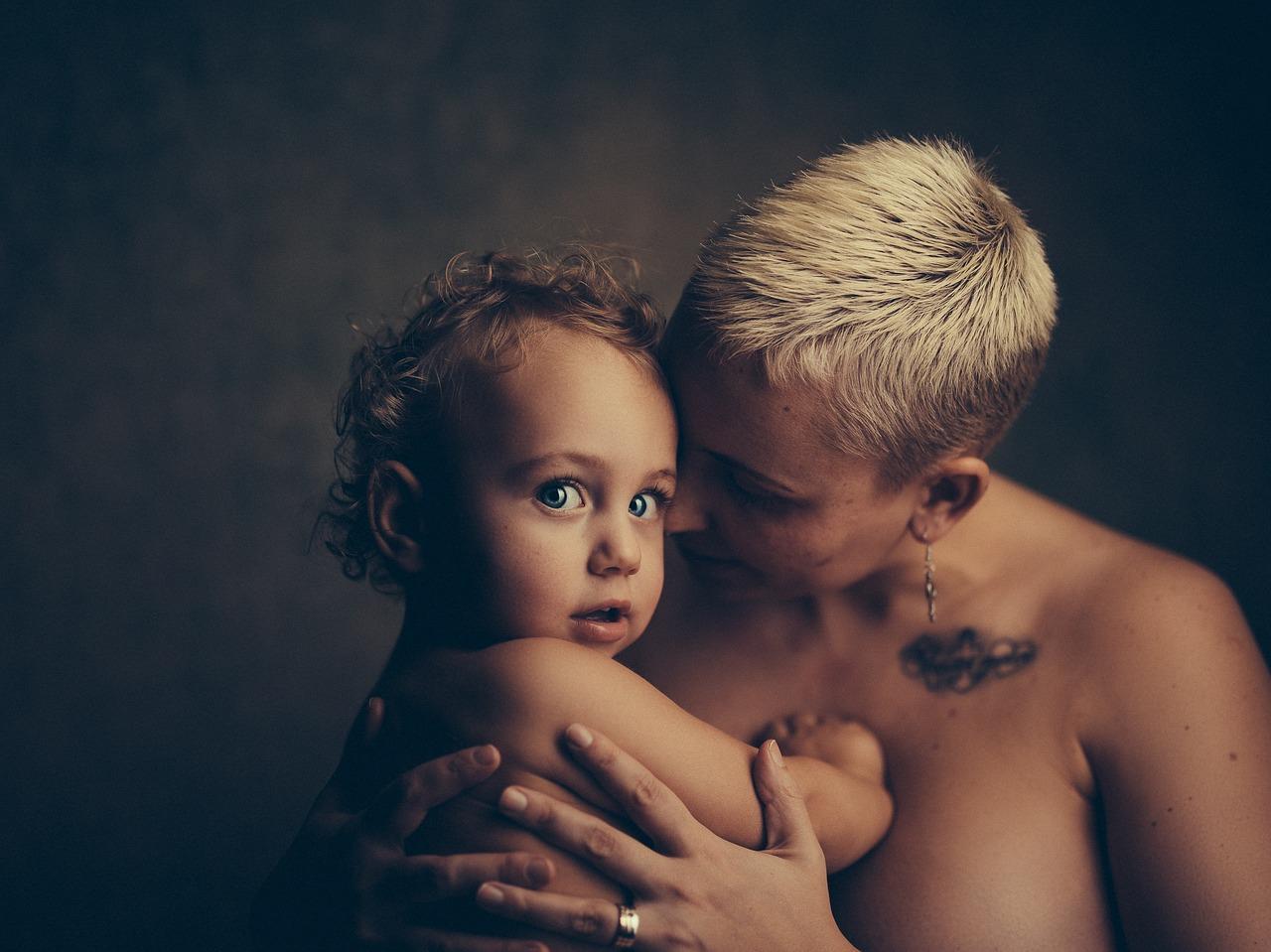 Само мъжките майки разбират! Ето какво е да си майка на момче