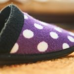 Никога не давайте домашни чехли на гостите си, носи лоша поличба