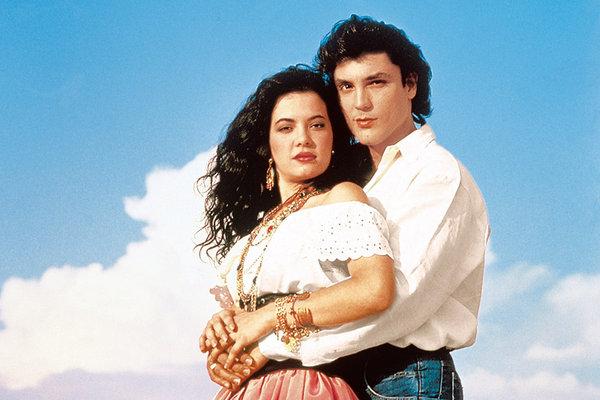 Ето как изглежда днес Касандра 25 години по-късно