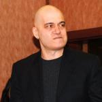 Слави Трифонов направи политиците на пух и прах