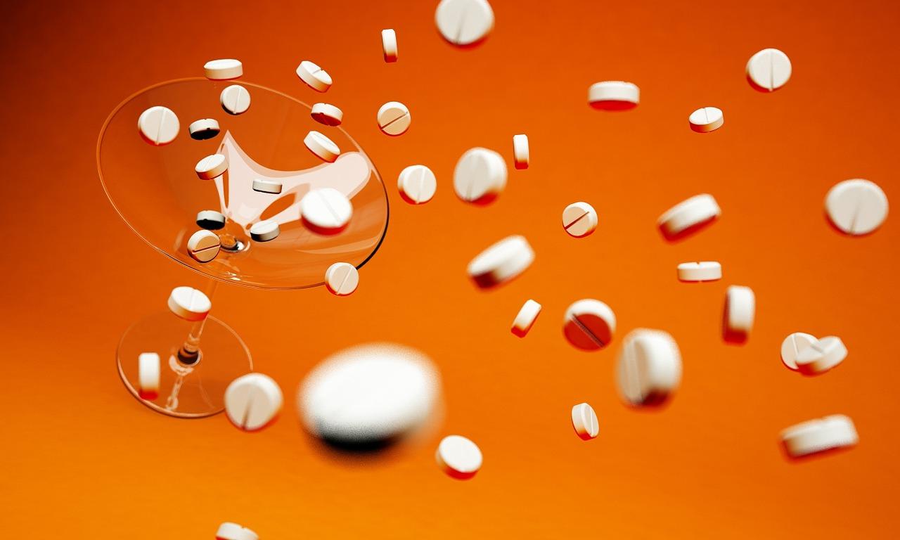 Двете лекарства, които никога НЕ трябва да пиете срещу Ковид-19