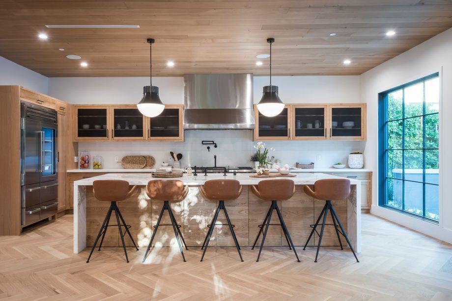 Кухни по поръчка – отговорът на предизвикателството, свързано с малки помещения