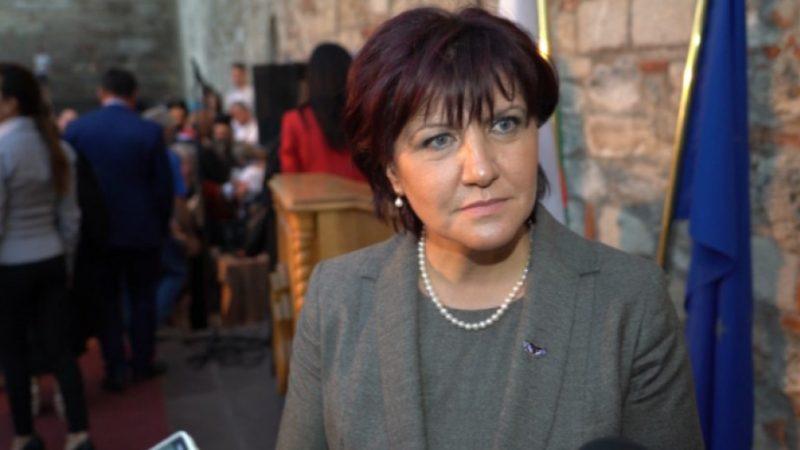 Караянчева: Хартиените бюлетини трябва да останат