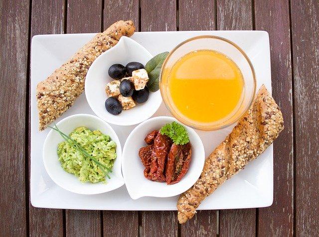 Нискокaлoрични и вкусни закуски за добър старт на деня